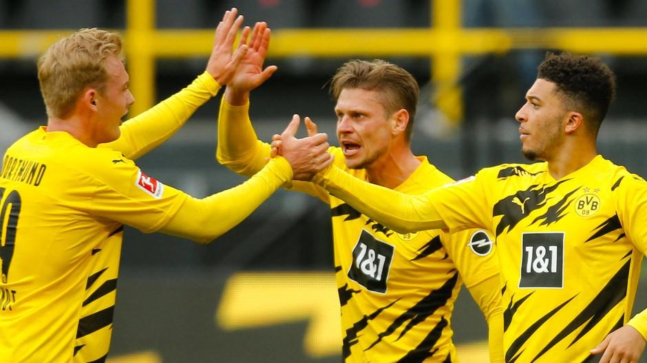 Borussia Dortmund jubelt über den Sieg über Leipzig.