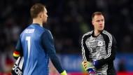 Torwartwechsel: Manuel Neuer (l.) verteidigt seine Position gegenüber Marc-Andre ter Stegen