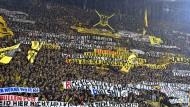 Die Dortmunder präsentierten etliche Plakate gegen RB Leipzig.