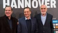 Länger im Trio: Horst Heldt arbeitet bei Hannover 96 weiter mit Präsident Kind (rechts) und Aufsichtsrat Schröder (links) zusammen
