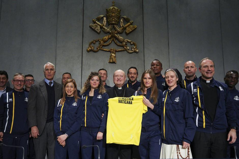 """Der Vatikan hat sein erstes eigenes Sportteam. Bei der """"Athletica Vaticana"""" sind rund 60 Mitglieder dabei, darunter Nonnen und Priester."""