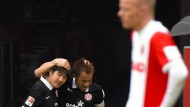 Glückliche Mainzer: Park gratuliert Torschütze Okazaki, Augsburgs Werner ist ratlos