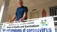 Notfallmediziner Tankred Stöbe plädiert für eine globale Impfstrategie, von der auch arme Länder wie Sierra Leone profitieren sollen.