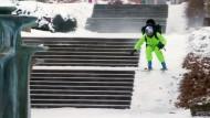 Skifahrer gibt dank Jetpack Vollgas