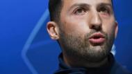 Domenico Tedesco bleibt Trainer von Schalke 04 – Stand jetzt.