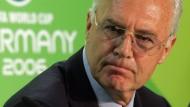 Die Rückzahlung von sechs Millionen Schweizer Franken will Franz Beckenbauer nicht bemerkt haben.
