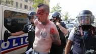 Mehrere Hooligans wurden vorläufig festgenommen.