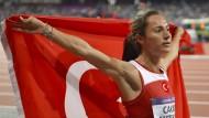 Doping-Täterin und Erpressungs-Opfer: 650.000 Euro, um eine positive Probe von Asli Cakir Alptekin verschwinden zu lassen.
