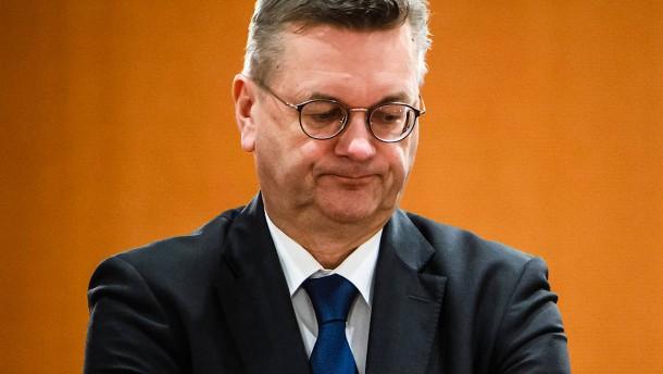 Früherer DFB-Präsident Grindel wähnt Verrat