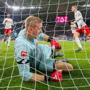 Bittere Tiefschläge: Der Mainzer Torwart Robin Zentner beim achten Gegentreffer in Leipzig.
