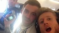 Da war er noch gut gelaunt: André Schürrle twittert vom Hinflug nach Manchester