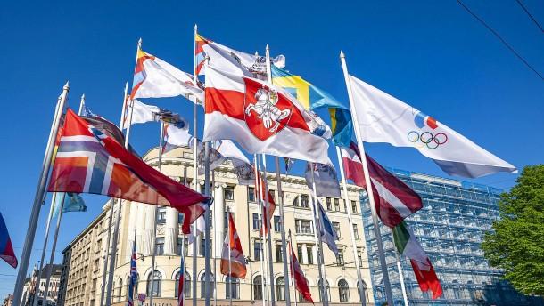 Riga bleibt hart im Flaggenstreit