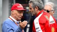"""""""Du musst vor allem ehrlich sein"""": Maurizio Arrivabene (rechts) mit Niki Lauda"""