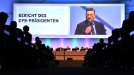 Reinhard Grindel ist nun bis 2019 als DFB-Präsident gewählt.
