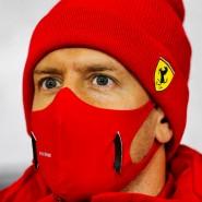 Warm eingepackt am Nürburgring: Sebastian Vettel