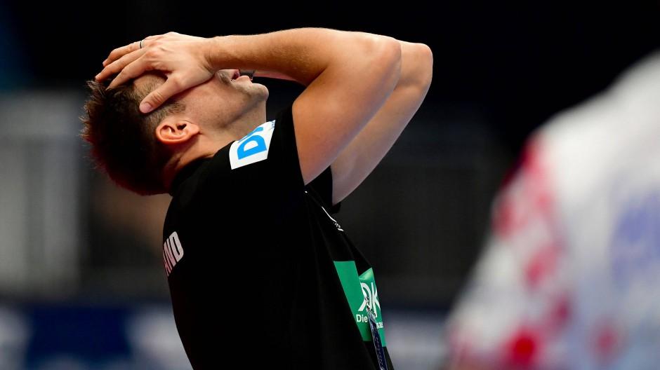 Nicht zu glauben: Bundestrainer Christian Prokop kann das bittere Ende nicht verhindern.