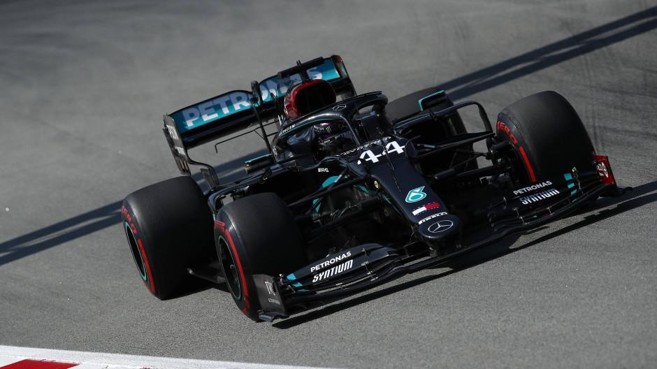 Der schwarze Silberpfeil dominiert: Weltmeister Hamilton ist schon im Training der Beste.