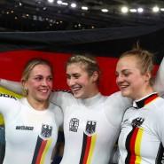 Strahlende Fahrerinnen: Emma Hinze, Pauline Sophie Grabosch und Lea Sophie Friedrich (von links) in Berlin