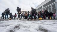 Flüchtlinge auf dem Gelände der Bundespolizei in Passau