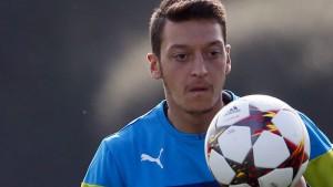 Özil fehlt bis nächstes Jahr