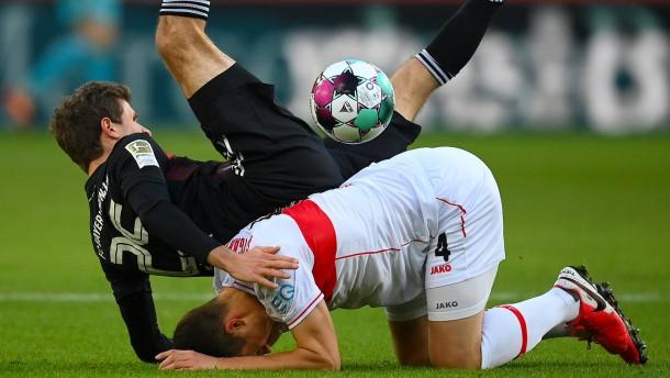 Der FC Bayern stolpert fast beim Aufsteiger