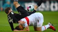 Ins Straucheln geraten: Thomas Müller und die Münchner gegen den VfB