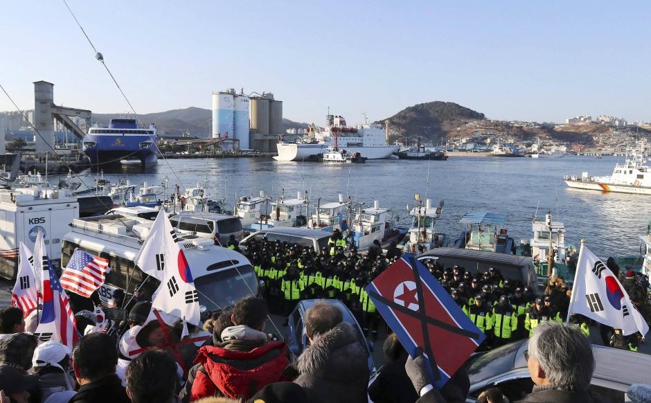 "Die Fähre ""Mangyongbong 92"" legt ausnahmsweise in Südkorea an."