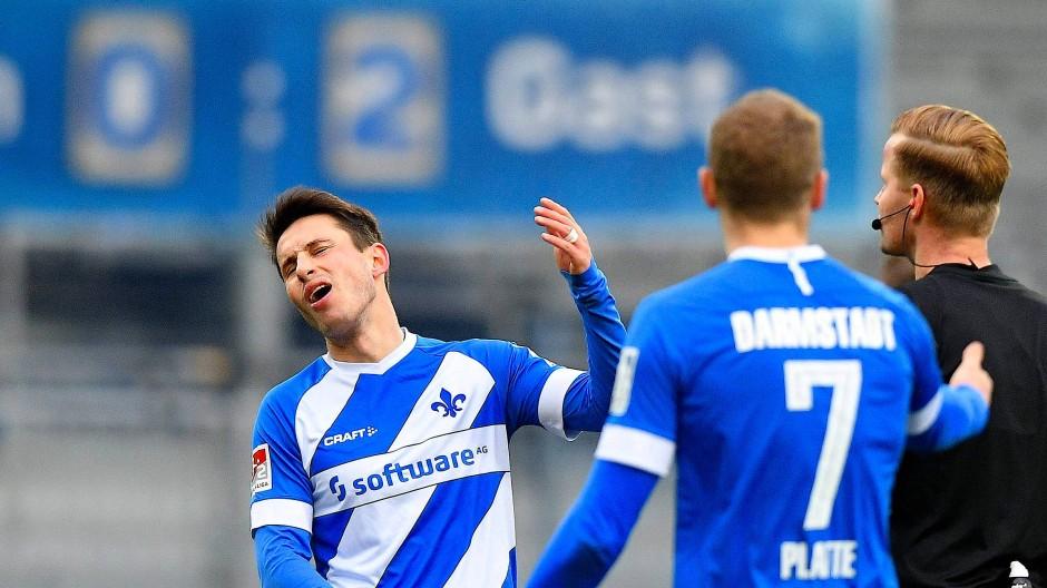 Darmstädter Frust: Schnellhardt und Platte sind weder mit dem Schiedsrichter noch mit dem Ergebnis einverstanden.