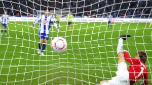 Hertha BSC besiegt Aue - 1860 rettet einen Punkt