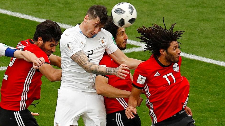 Länderspiel zwischen Ägypten und Uruguay: Sind die Profis hier der Gefahr von Langzeitschäden ausgesetzt?