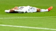 Am Boden – vorerst: Junge Spieler wie Leroy Sané haben trotzdem die Phantasie geweckt, wie es schnell wieder aufwärts gehen könnte.