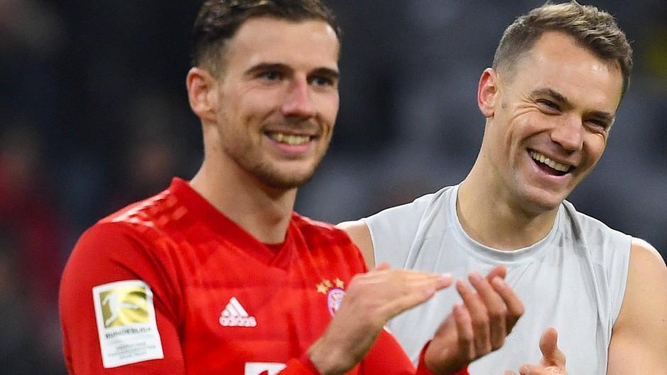 Nicht nur die Bayern Leon Goretzka (links) und Manuel Neuer haben beste Laune nach dem 4:0 gegen Dortmund.
