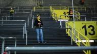 Die Dortmunder Südtribüne am 26. Februar 2018: Aus Protest gegen Montagsspiele bleiben gegen den FC Augsburg Tausende weg.