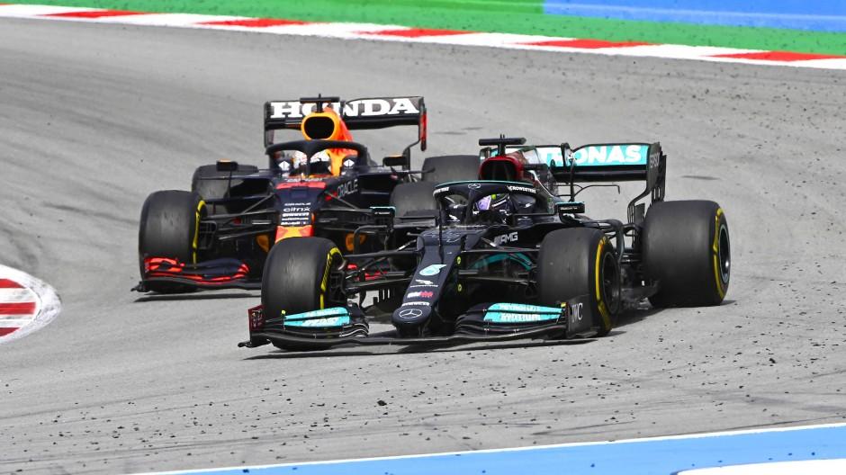 """""""Ich war leichte Beute"""", behauptete Max Verstappen (l.), nachdem ihn Lewis Hamilton überholt hatte."""