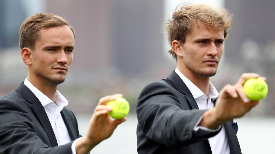 New balls, please: Alexander Zverev  (r.) und Daniil Medwedew treten für Team Europe an