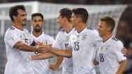 Lockerer Abend: Deutschlands Nationalspieler treffen im halben Dutzend