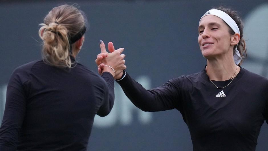Faire Verliererin: Andrea Petkovic gratuliert Amanda Anisimova.