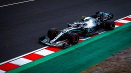 Mercedes dominiert Training im Trockenen
