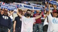 Beim Pokalspiel in Rostock am vergangenen Wochenende war das Tragen eines Mund- und Nasenschutzes längst noch nicht bei allen Zuschauern in Mode.