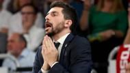 Wie schon beim zweiten Spiel der Serie (hier im Bild) litt Bambergs Trainer Federico Perego auch in der dritten Partie am Spielfeldrand.