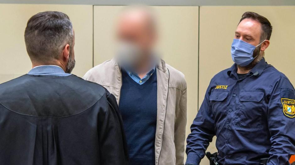 Gerichtstermin: Mark S. (Mitte) in München