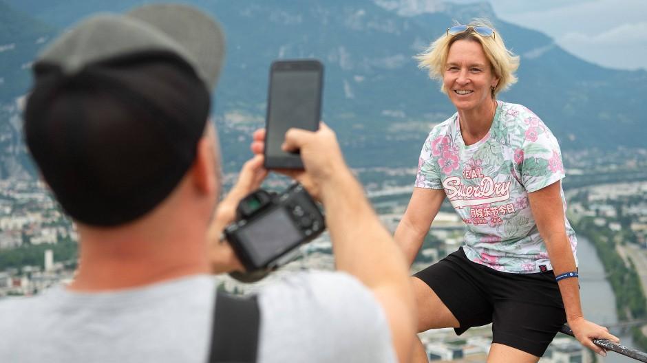 Entspannung bei einem Ausflug: Martina Voss-Tecklenburg sieht auch etwas von Frankreich bei der WM.