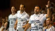 Soll wie seine Spieler am 2. Oktober an zwei Orten zeitgleich sein: Flensburg-Handewitts Trainer Ljubomir Vranjes (vorne).