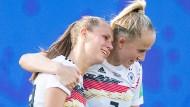 Schnell auf dem Platz unterwegs: Deutschlands Nationalspielerin Lea Schüller (rechts), hier neben Klara Bühl beim Achtelfinale gegen Nigeria