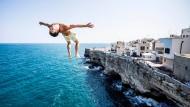 Athleten springen aus 27 Metern in die Tiefe