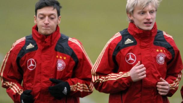 Löw verteidigt Özil
