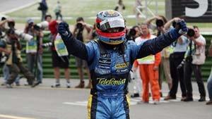 Alonso rettet sich vor Schumacher ins Ziel