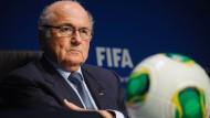 Die Aufarbeitung der Altlasten der Ära des früheren Präsidenten Joseph Blatter kostet die Fifa viel Geld.