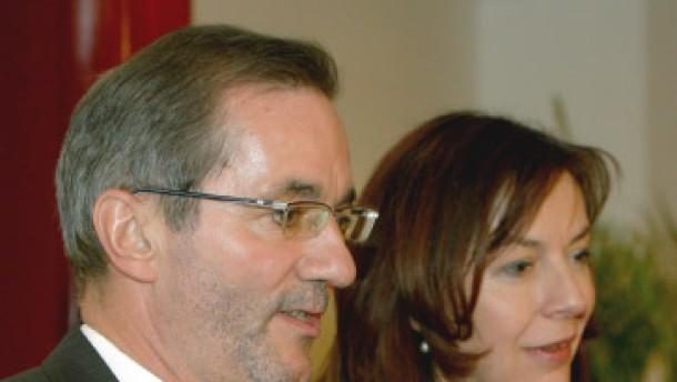 Überprüfung auf Stasi-Mitarbeit geplant