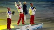 Sotschi, 23. Februar 2014: Alexander Legkow wird als Olympiasieger geehrt
